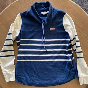 Vineyard Vines ladies pullover with pockets!